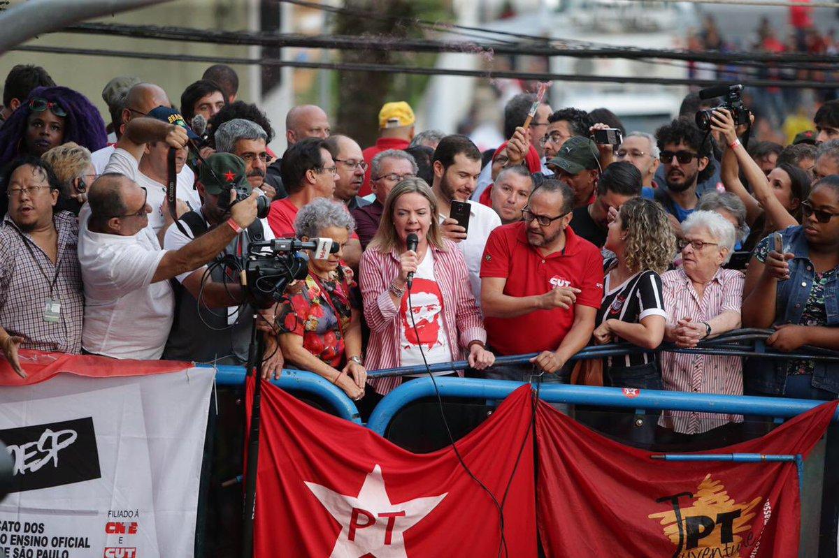Gleisi: Lula não descumpre ordem de prisão, mas não vai a Curitiba