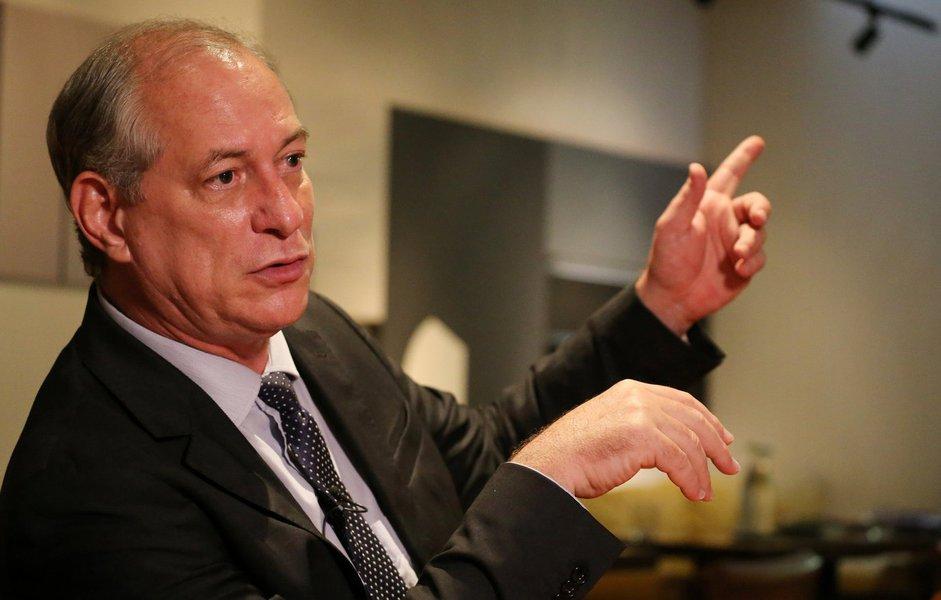 Ciro manda carta à Boeing e pede suspensão da compra da Embraer
