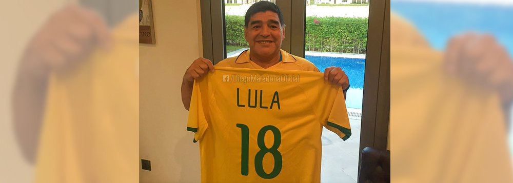 Maradona apoia Lula e chama Temer de traidor