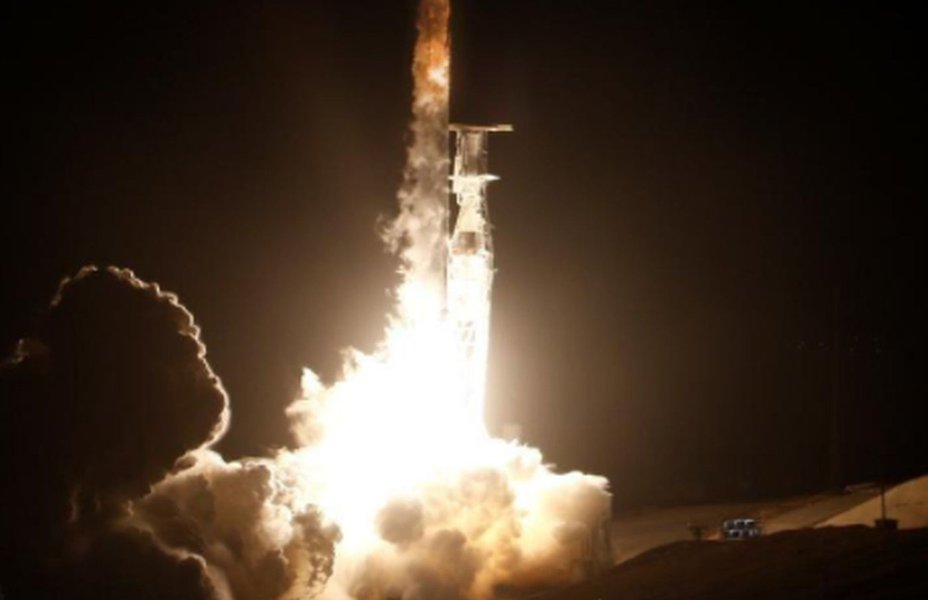 Regulador dos EUA aprova planos da SpaceX para internet por satélite