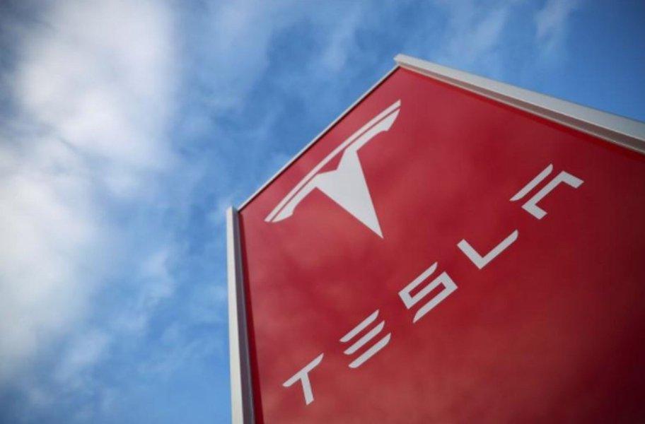 Agência de segurança dos EUA critica Tesla por divulgação de dados sobre acidente