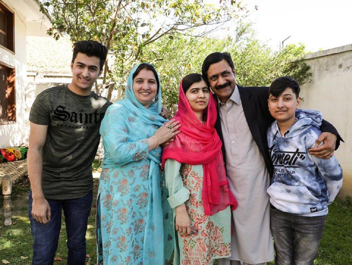 Malala, Nobel da Paz, visita cidade natal no Paquistão pela primeira vez após tiro