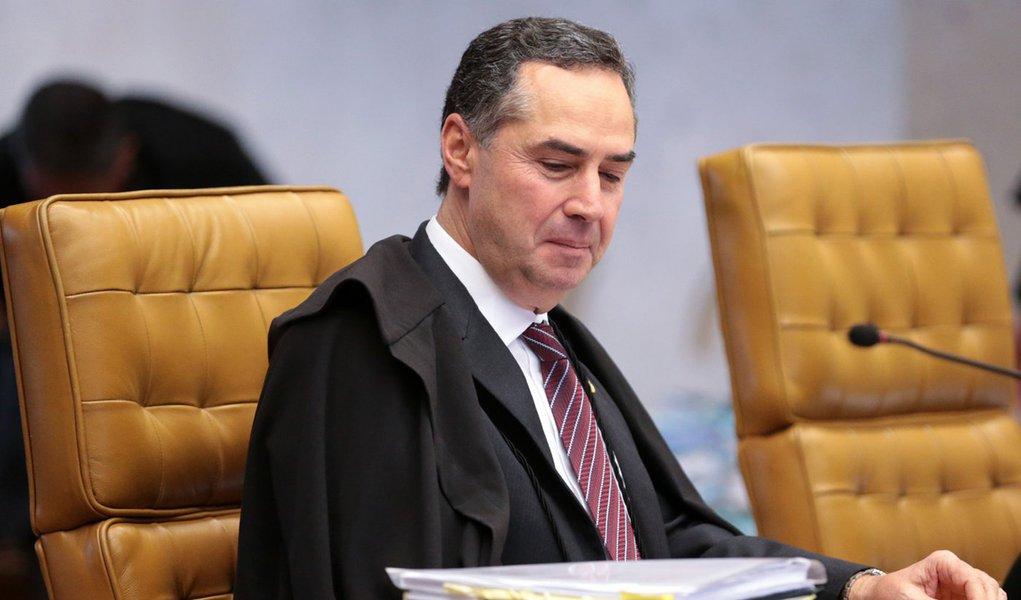 Pressionado por decisão da ONU, Barroso diz que Brasil passa por 'refundação'