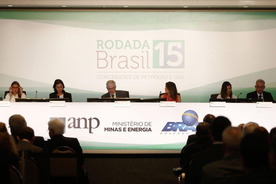 FUP: Temer entrega petróleo a R$ 0,84 o barril e ainda comemora