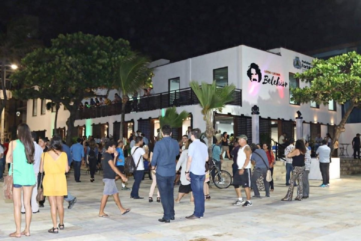 Orla da Praia de Iracema passa a contar Rede Wi-Fi gratuita