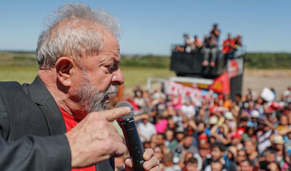 Na Unipampa, Lula defende interiorização do ensino