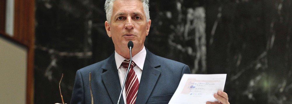 Correia sobre adiamento do julgamento de Azeredo: O que faz uma ficha de filiação partidária...