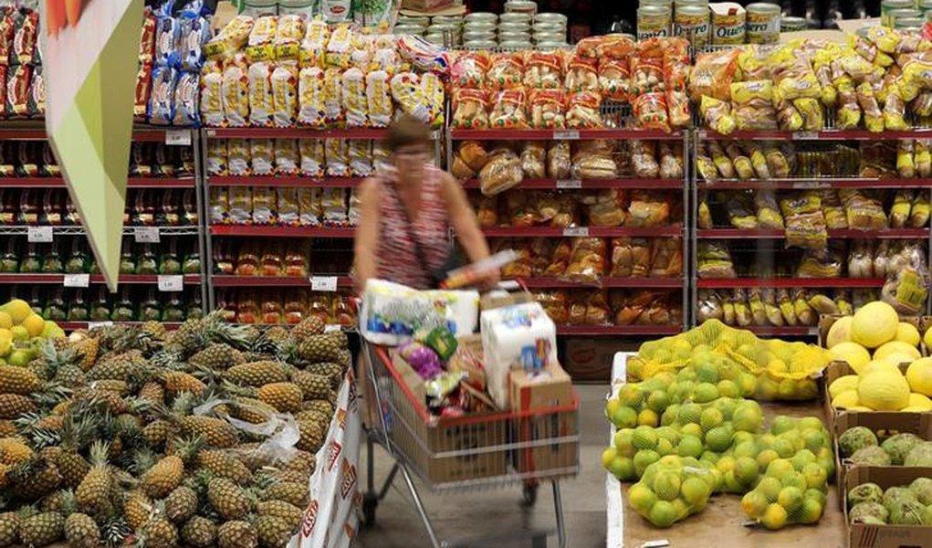 Mercado financeiro reduz projeção de inflação e de crescimento da economia