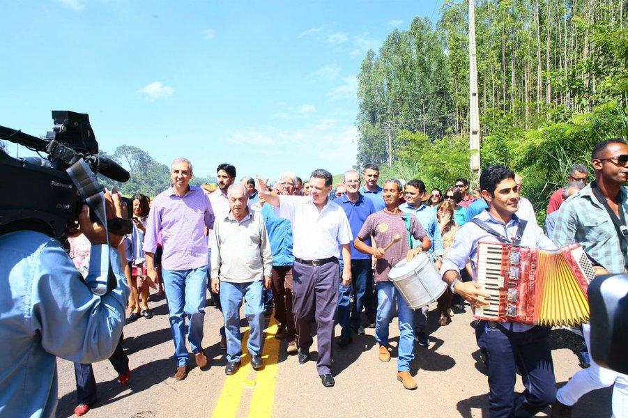 Marconi entrega duas rodovias na região de Pirenópolis