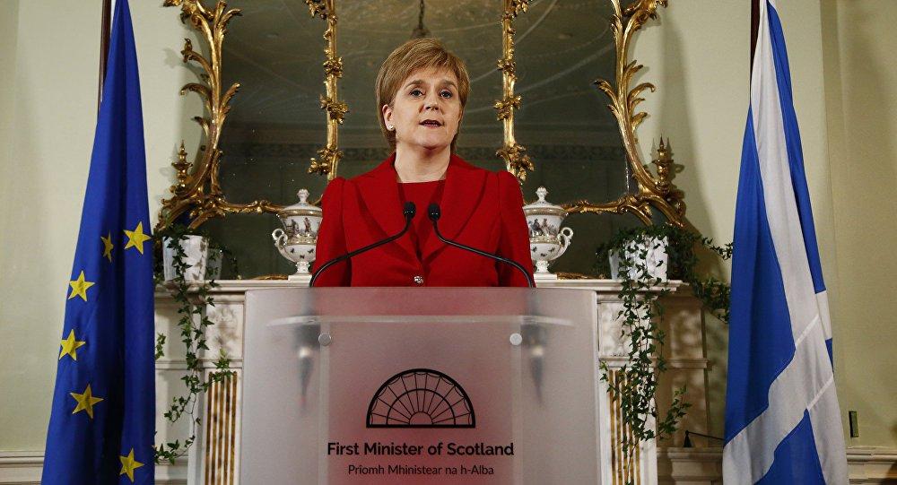 Premiê da Escócia diz que não pode proteger ex-ministra da Catalunha