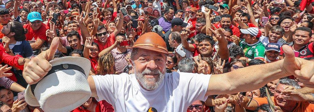 Lula é o líder da grande Revolução Democrática que o Brasil precisa
