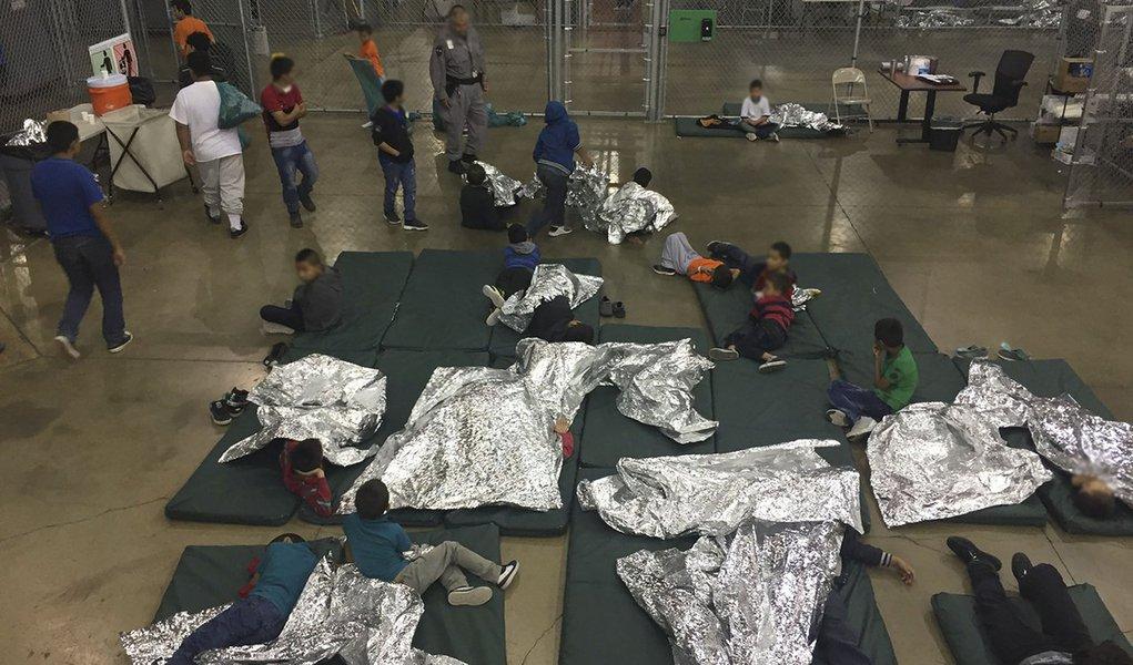 Fim da história é isso: nossas crianças limpam cocô em prisão nos EUA