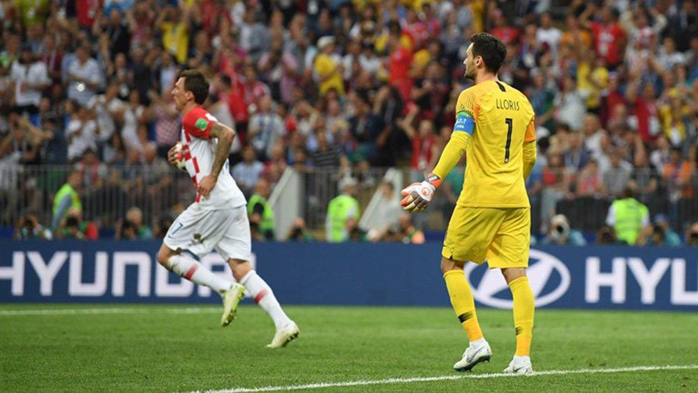 Goleiro francês falha e Croácia reduz diferença na final da Copa