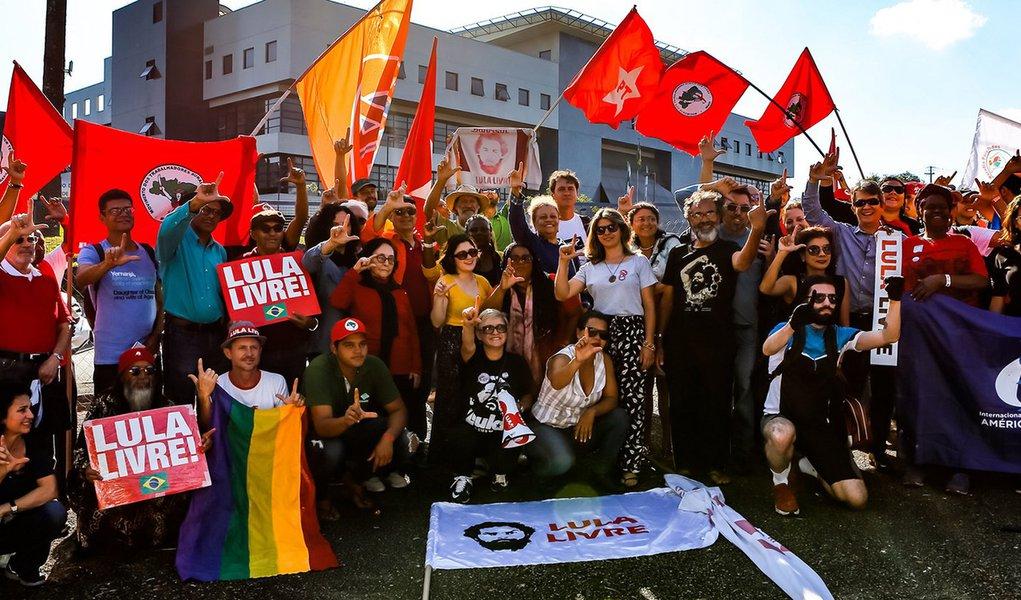 Vigília por Lula Livre alcança R$ 1 milhão em doações