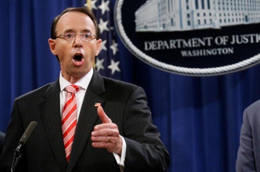 Grande júri dos EUA indicia 12 espiões russos por invasões cibernéticas em eleição de 2016