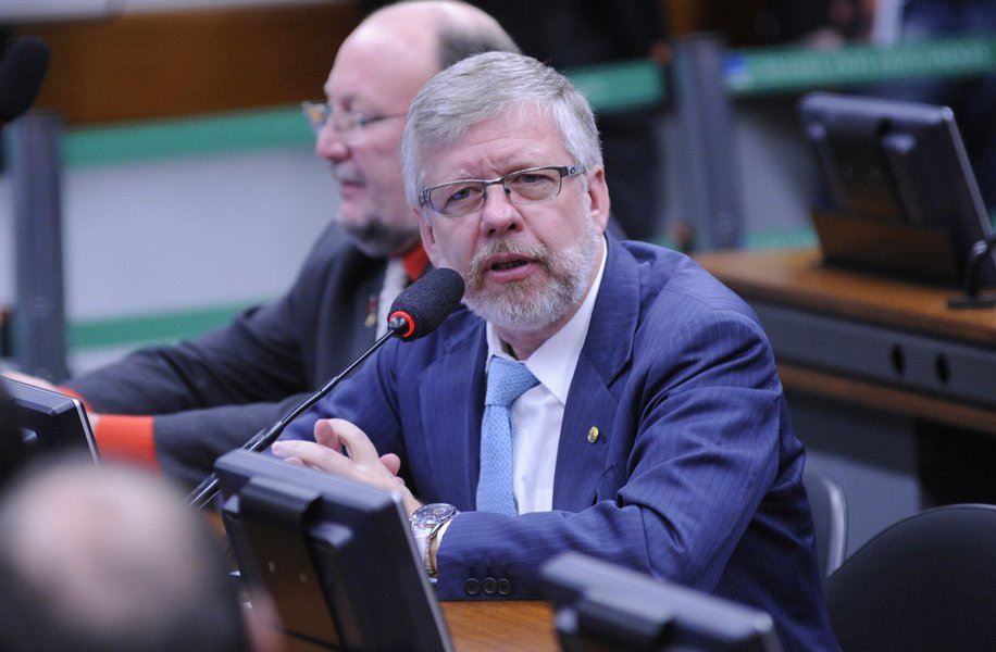 'Não conseguem derrubar Lula nas urnas e apelam para o tapetão'