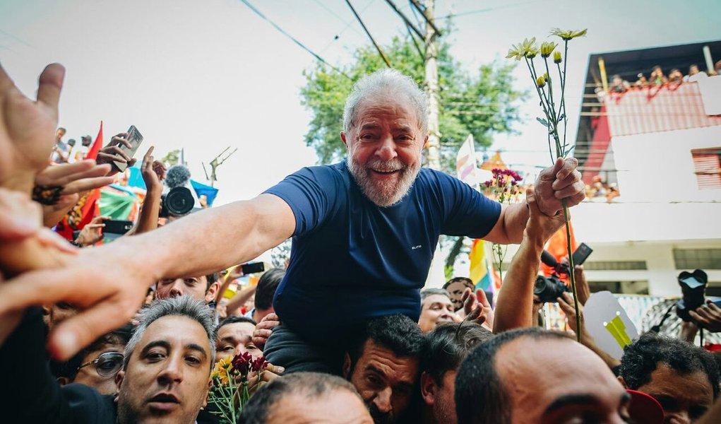 Candidatura de Lula, um acerto espetacular do PT, cresce com as injustiças
