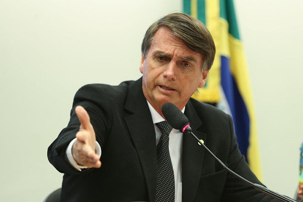 Bolsonaro afirma que anuncia general como vice nesta quarta