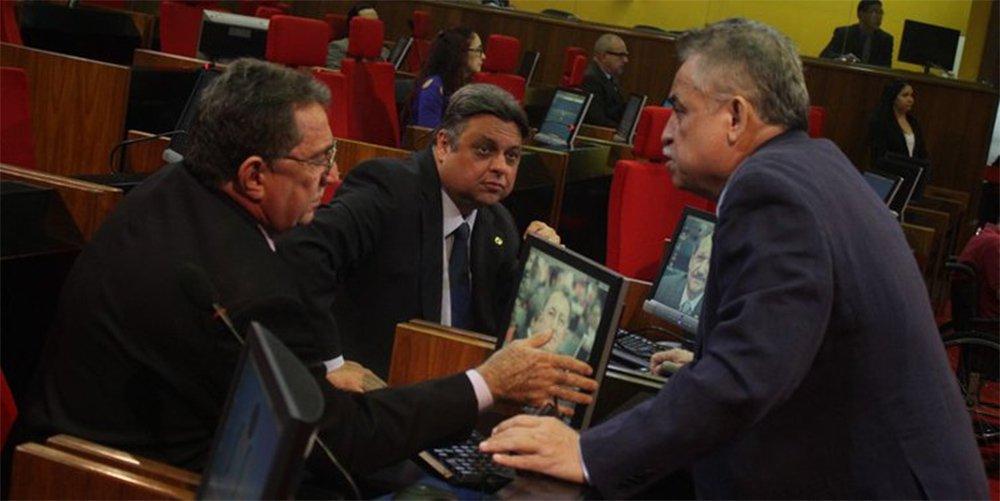 Deputados aprovam LDO, mas não entram em recesso