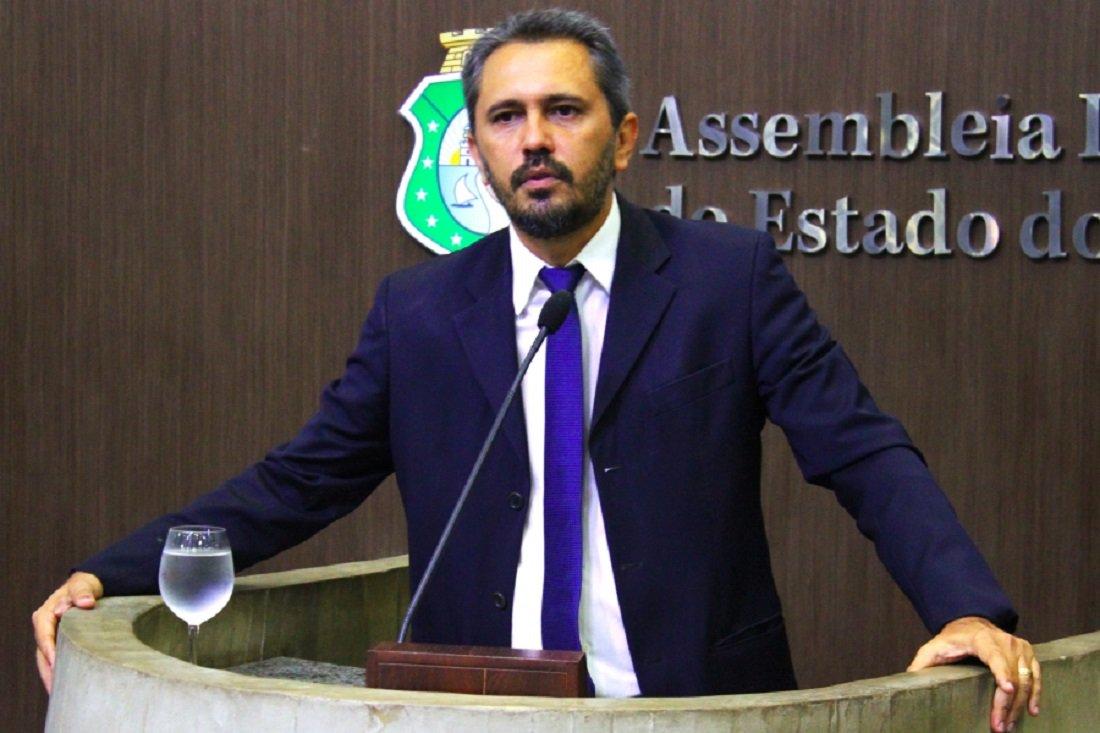 Elmano critica quebra de hierarquia e interferência política do judiciário