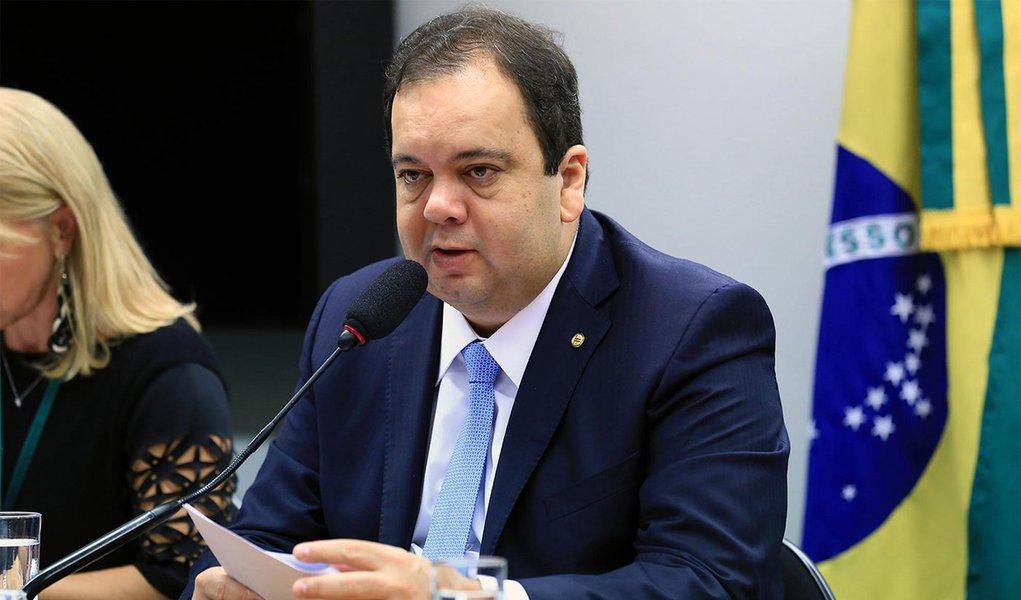 'Nem cinco dos 44 deputados do DEM estão com Bolsonaro', diz Elmar