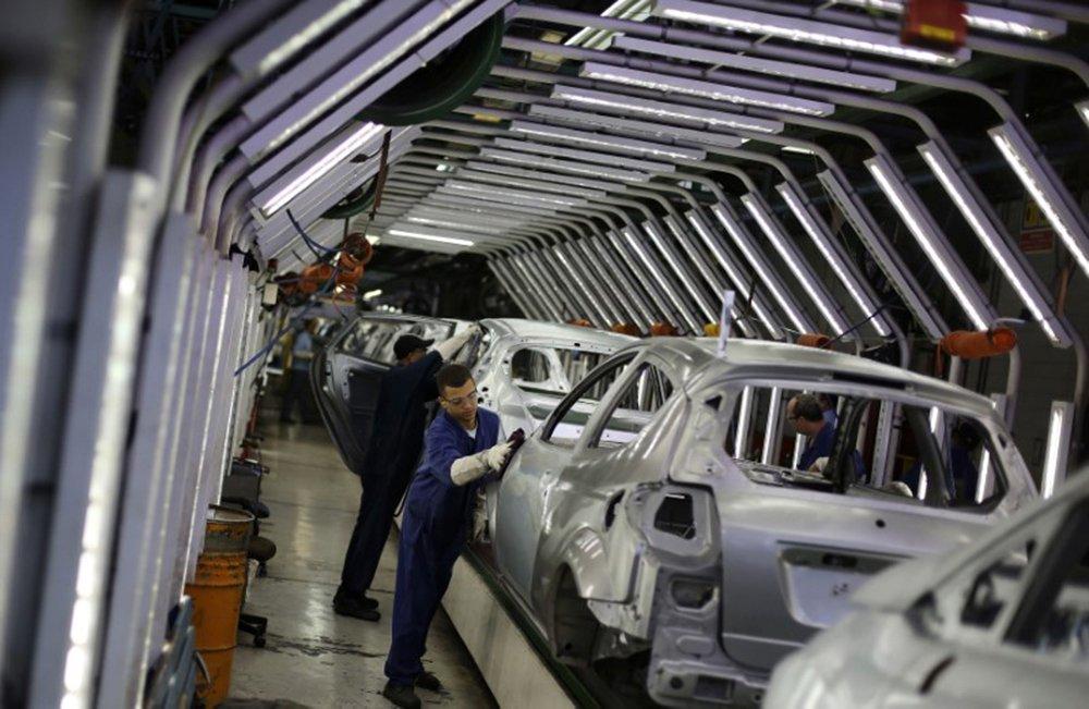 Produção industrial despenca em 14 dos 15 locais pesquisados, diz IBGE