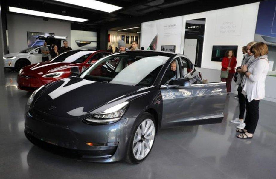 Tesla aumenta preços na China após guerra comercial afetar montadoras