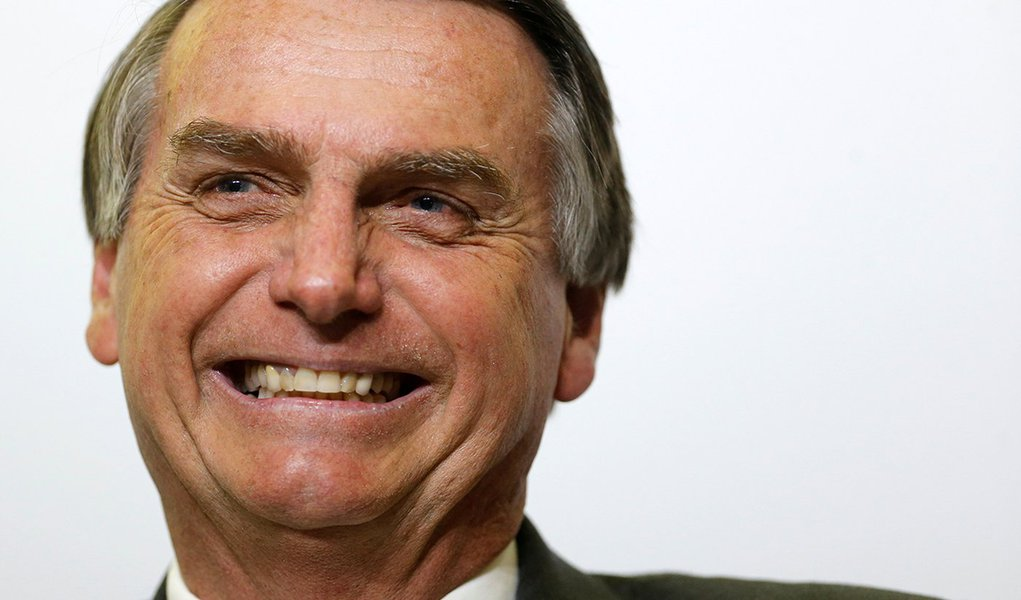 Entre o príncipe e o astronauta, Bolsonaro quer escolher vice pelo WhatsApp