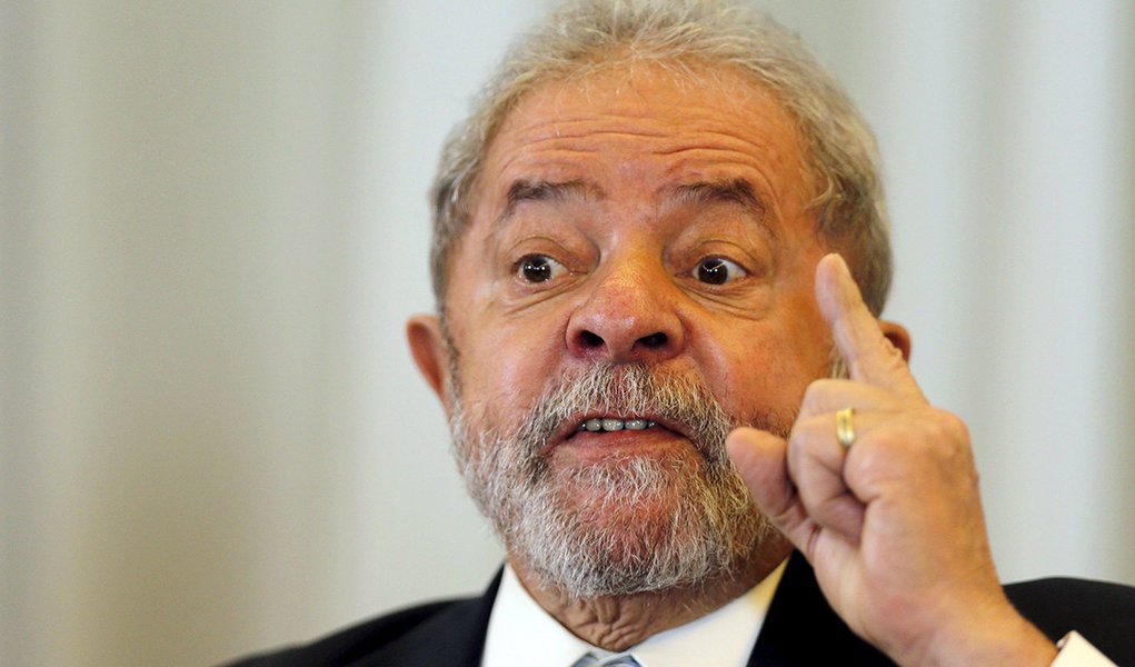 Lula faz piada com Aécio: 'escondidinho de tucano'