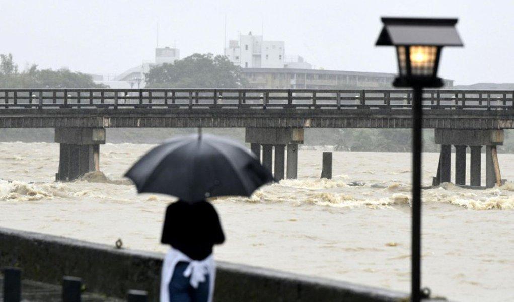 Dezenas de mortos e milhares de desabrigados por causa das cheias no Japão