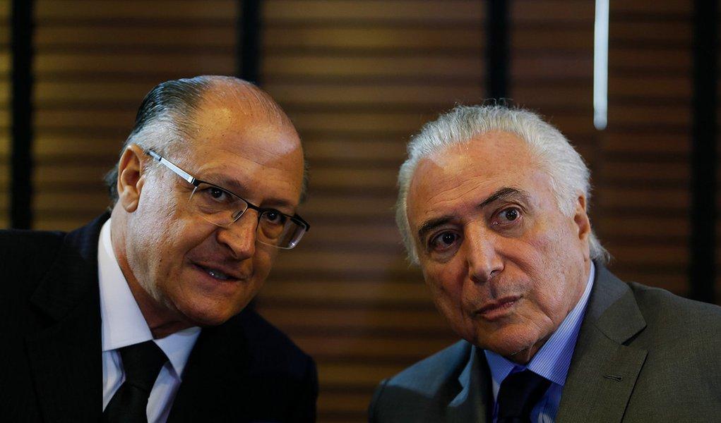 Alckmin tenta se afastar do caixão do golpe PSDB-MDB
