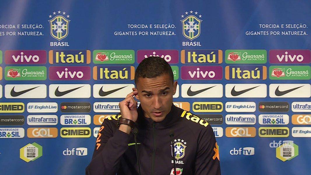 Danilo sofre lesão em treino e está fora da Copa