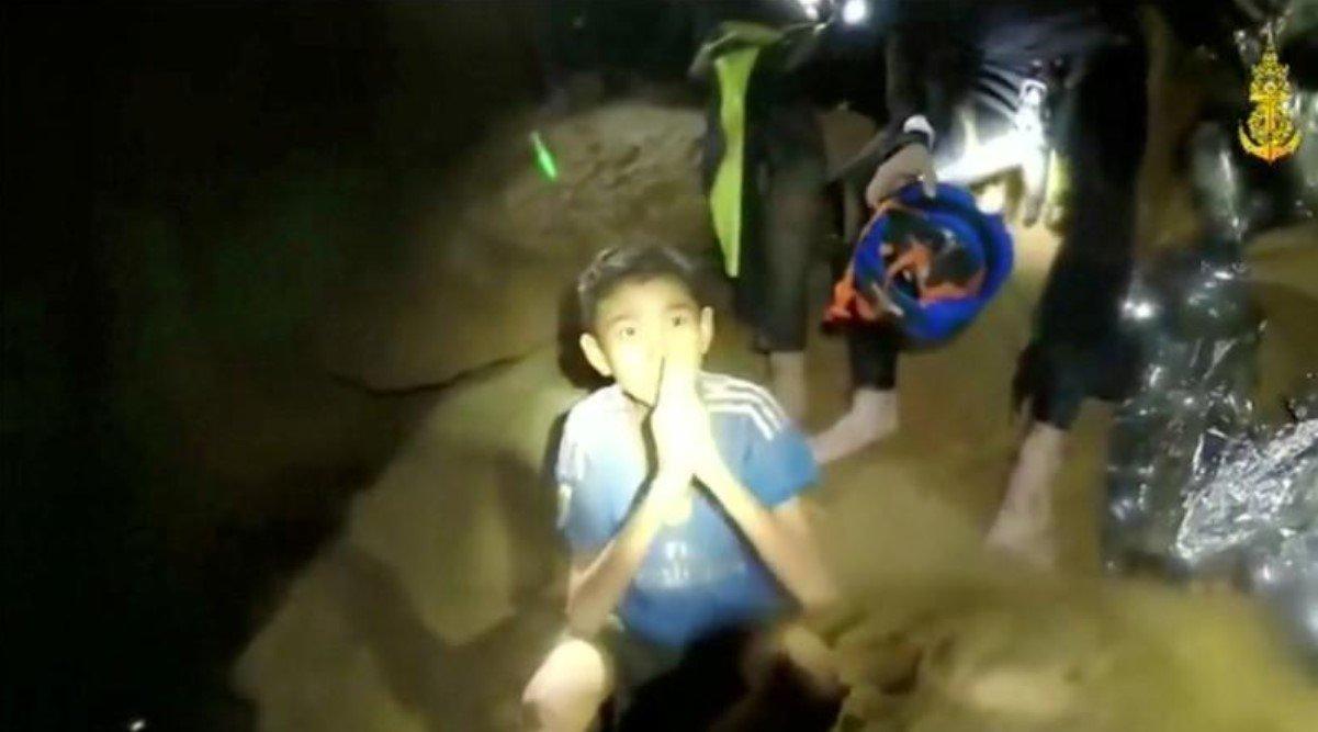 Fifa faz convite para tailandeses presos em caverna irem à final da Copa
