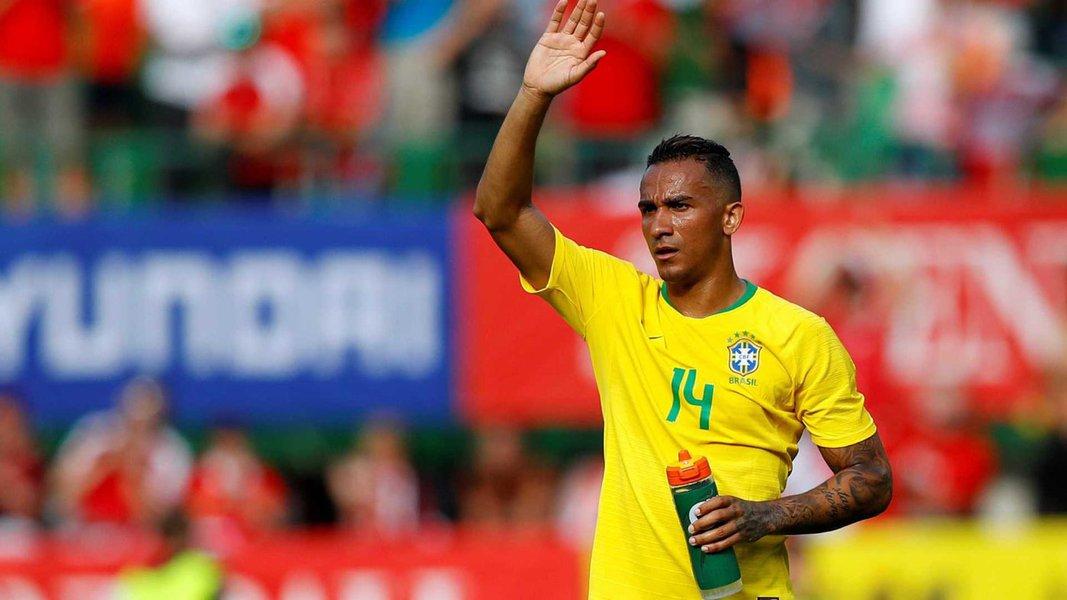 Danilo se lesiona em treino e está fora da Copa