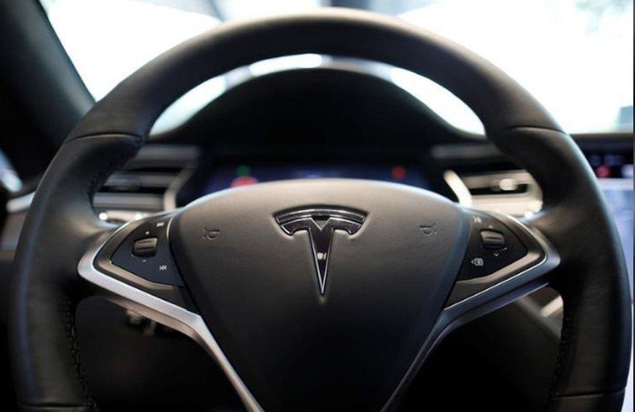 Tesla arma operação de guerra para alcançar meta de produção do Model 3