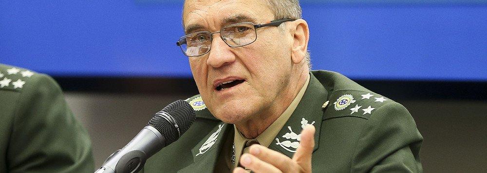 Intervenção seria feita apenas para 'manter democracia', diz chefe do Exército