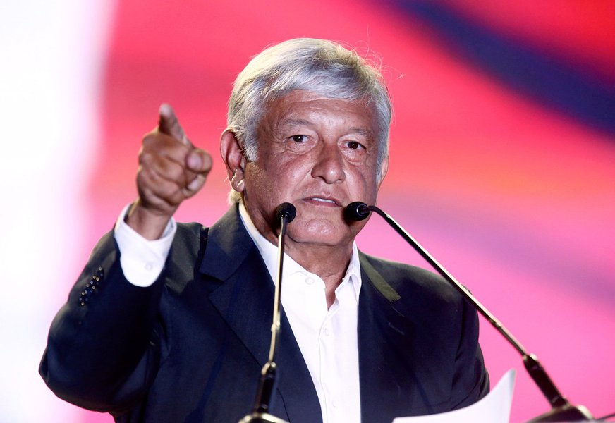 Obrador renuncia a segurança, a residência e a avião oficiais