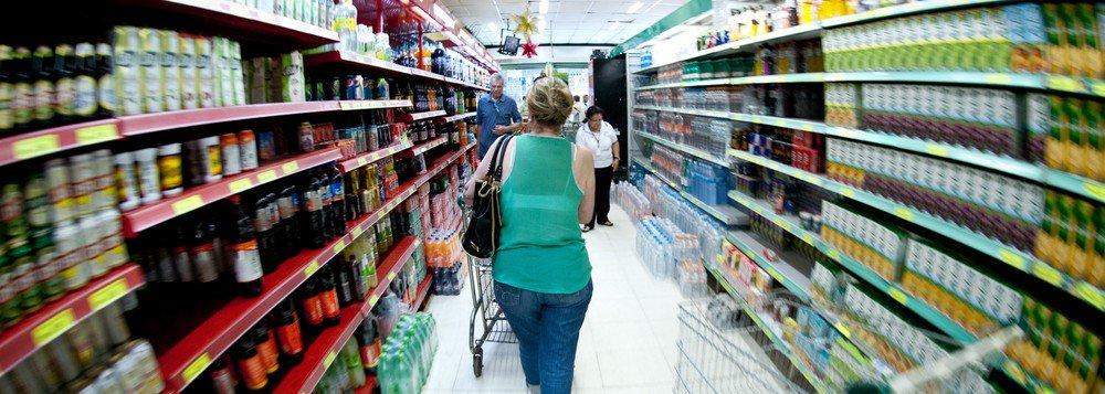 Inflação para famílias de baixa renda acumula alta de 3,03% no ano