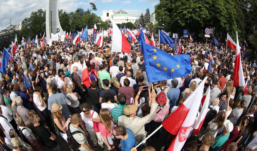Cada vez mais à direita, Polônia aposenta 30 juízes do Supremo