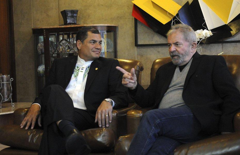 Lula a Correa: como eu, você é vítima da judicialização da política