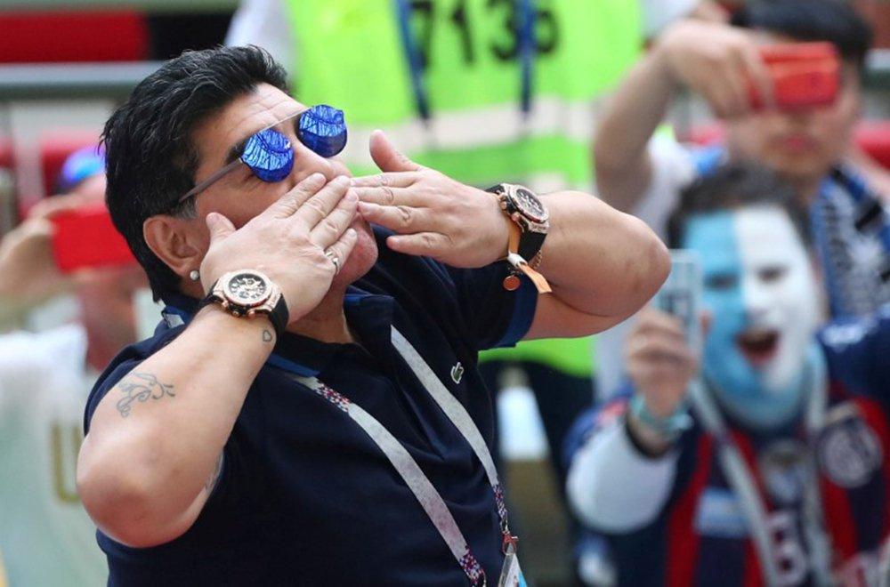 Após derrota da Argentina, Maradona se oferece para treinar seleção de graça