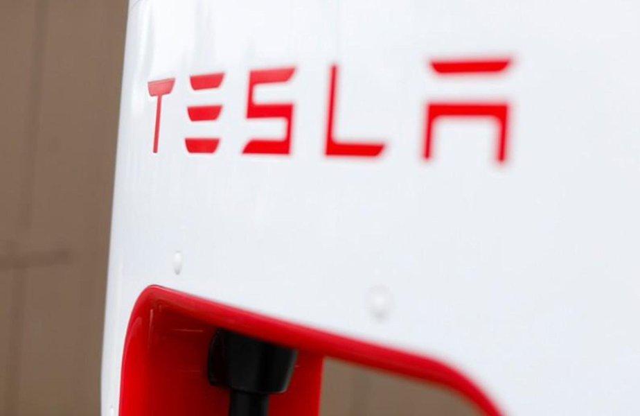 Tesla atinge meta de produção do Model 3 horas após o prazo, dizem fontes