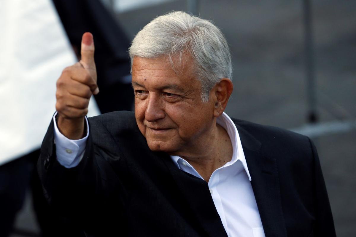 México de pé versus golpistas de joelhos perante o império