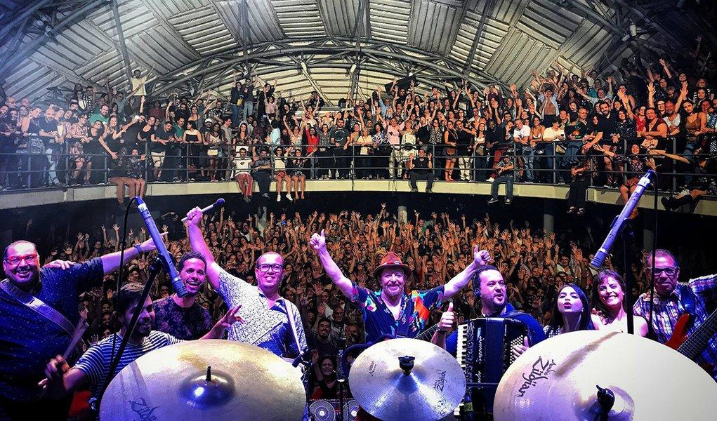 """Em show no Circo Voador, plateia pede """"Lula livre"""""""
