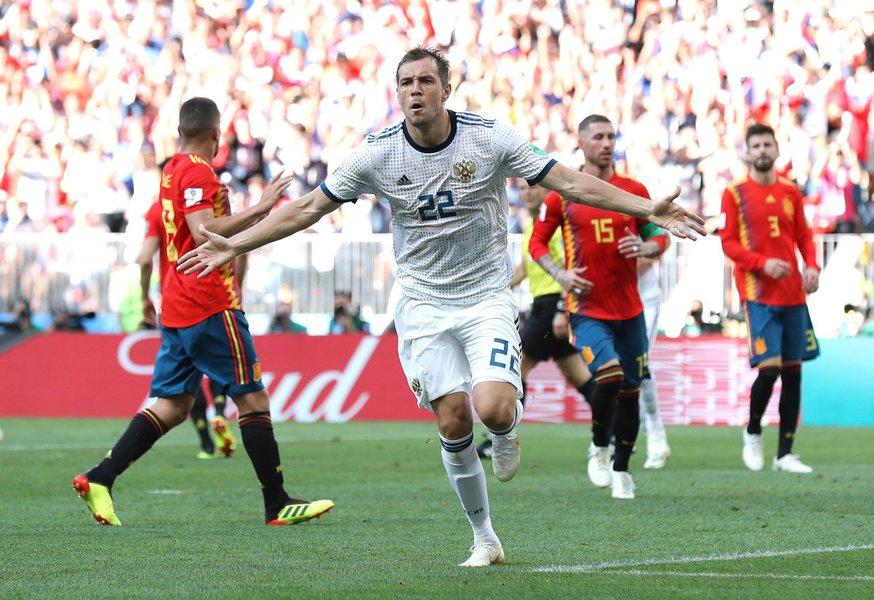 """""""Que jogo feio! Uma Espanha medíocre. Seguem os donos da casa, para alegrar o país da Copa"""""""