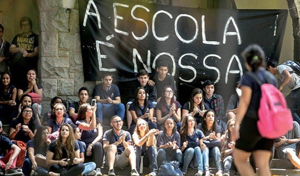 Sociedade civil lança plano de lutas para restaurar a democracia na educação