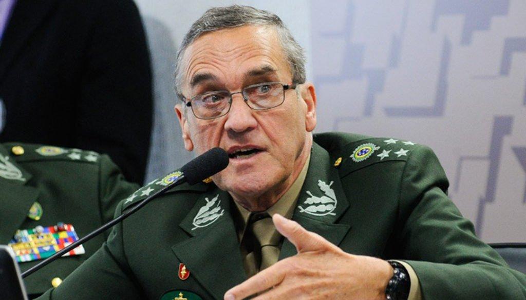 Comandante do Exército presta continência à ditadura
