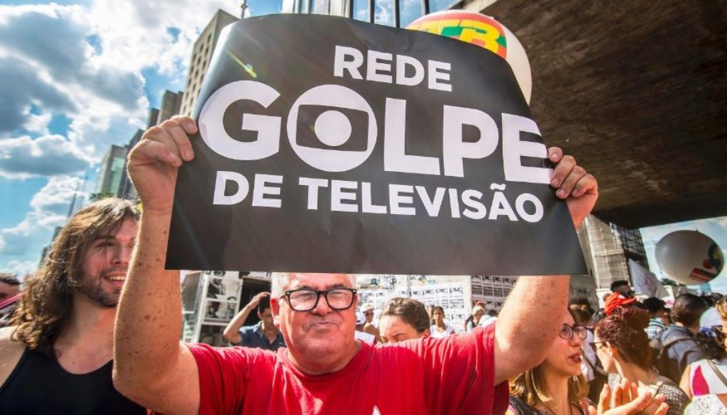 Os cabrestos eletrônicos do TSE e da Globo