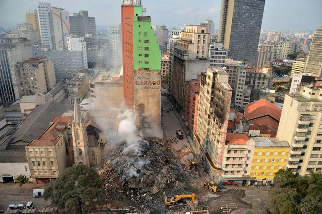 Dois meses após incêndio e desabamento, descaso da prefeitura continua