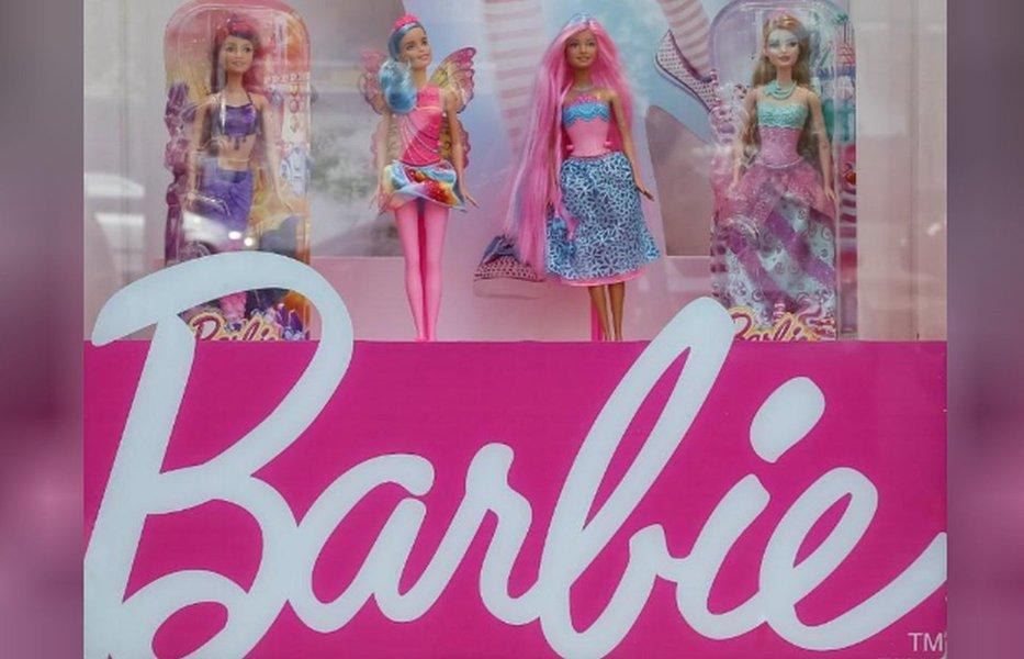 Barbie engenheira informática se junta às meninas que codificam